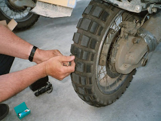 LEARN TO CHANGE THE MOTORCYCLE TYRE