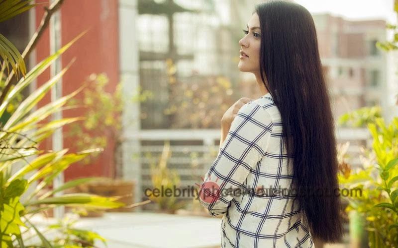 Bangladeshi+model+Shayna+Amin+Hot+Photos003