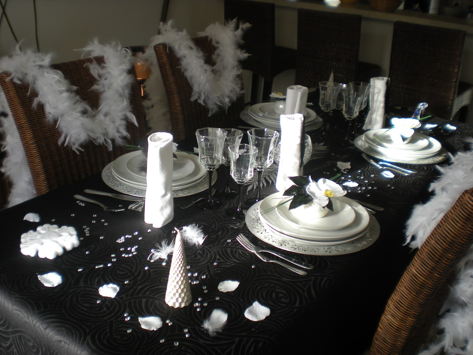 Deco salon noir blanc argente pr l vement d for Decoration 31 decembre