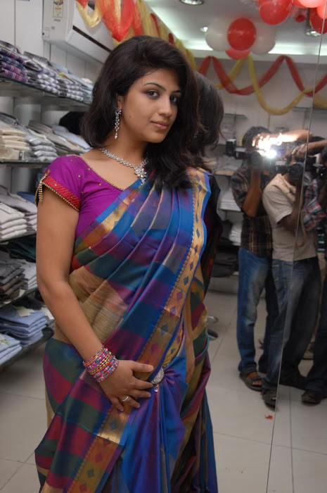 supriya in saree glamour  images
