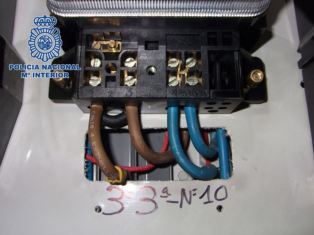 Agarbuelectric trampas contadores luz for Manipular contador luz digital