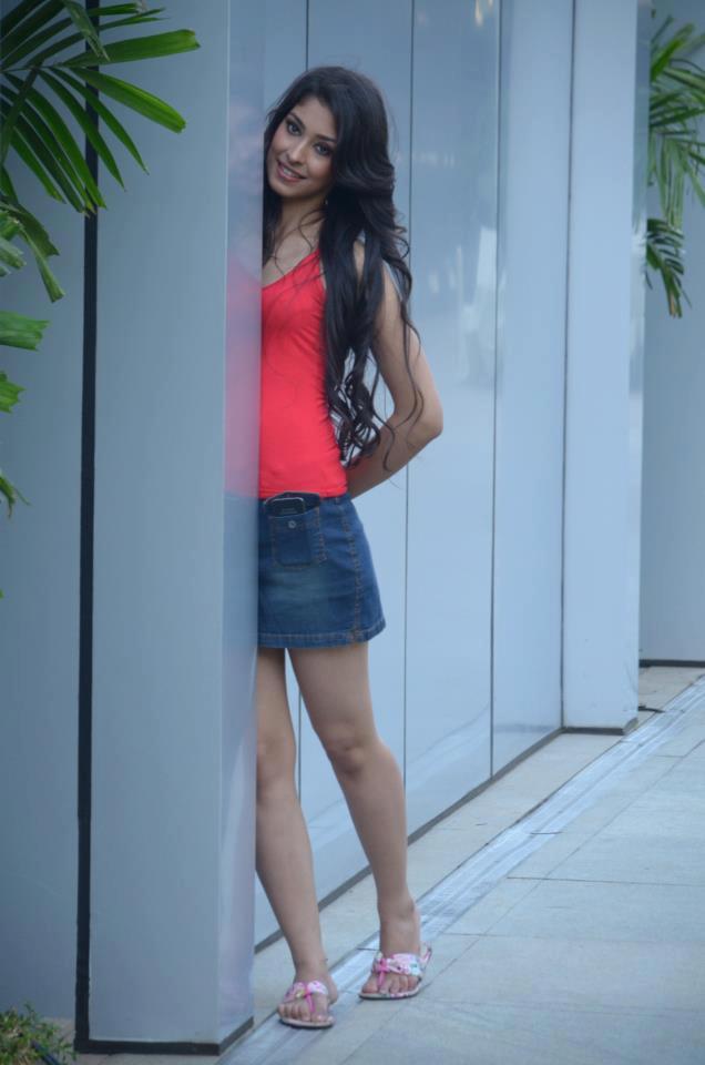 Navneet Kaur Hot Dress Wallpaper
