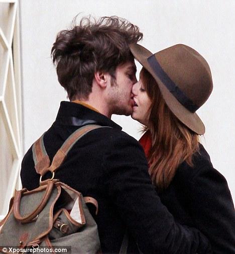 Andrew Garfield | Actor With Girlfriend in Photos 2012 ... Andrew Garfield Date