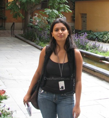 young aunty in arts university