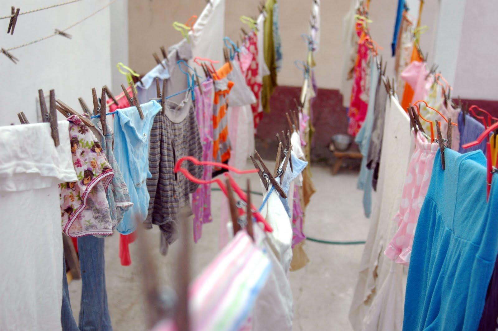Tips Mencuci Pakaian di Musim Hujan