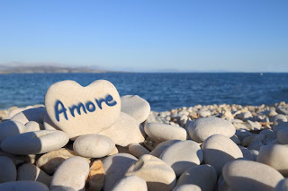 love picture: amore on the beach with heart