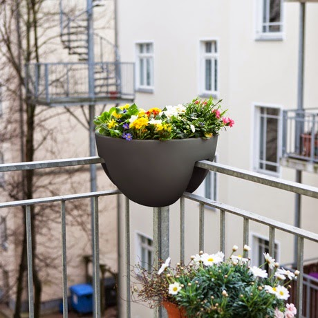 Rephorm design f r den balkon design for the balcony for Design blumentopf