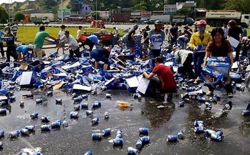 Khởi tố hình sự 2 người hôi bia ở Đồng Nai