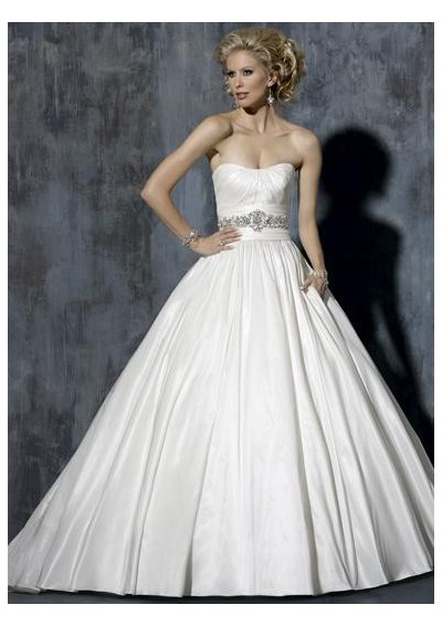 39 figure 39 out the fashion trend to all our 2011 brides for Wedding dresses for big busted women