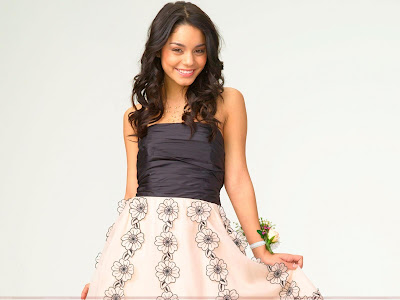 vanessa_anne_hudgens_wallpaper_in_skirt_sweetangelonly.com