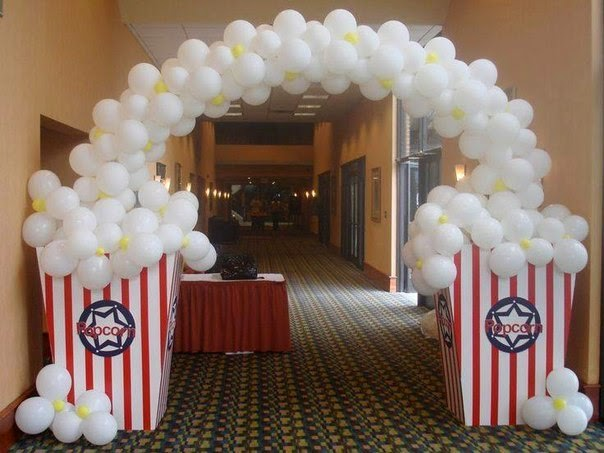 Decoracion Elegante Y Moderna Con Globos Blanco Y Negro further Decoracion Para Fiestas Con Globos also The Most Popular Black And White Wedding Themes 13133 further 25 Worst Prom Dresses furthermore Hollywood Red Carpet Party Ideas. on oscar party balloon ideas