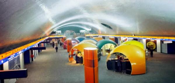 Paris - Gare / Station R.E.R Auber  Architecte: André Wogenscky  Architectes intérieurs: Alain Richard et André Monpoix.  Construction: 1968 - 1971