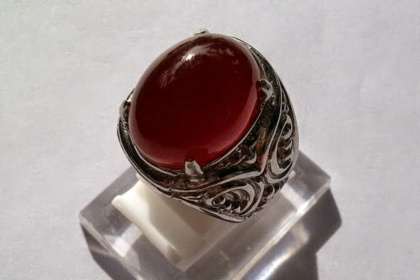 Jenis Batu cincin Bacan Obi Merah Kristal