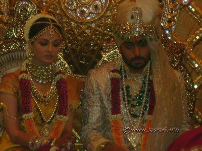 Bollywood clothes aishwarya rai shadi photo for Aishwarya rai in her wedding dress