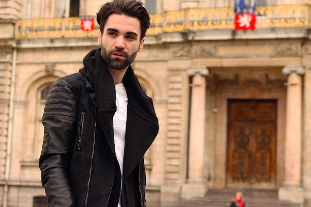 Gaya Berpakaian Trendi Ala Pria Paris yang Bisa Kamu Coba