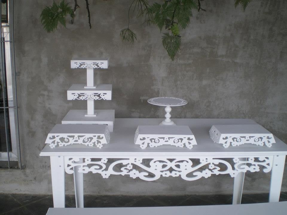 mesa de 150x80 + 01 kit bandeja conforme foto