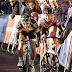 Dramática caída de ciclista en sprint final, es provocada por un aficionado (video)