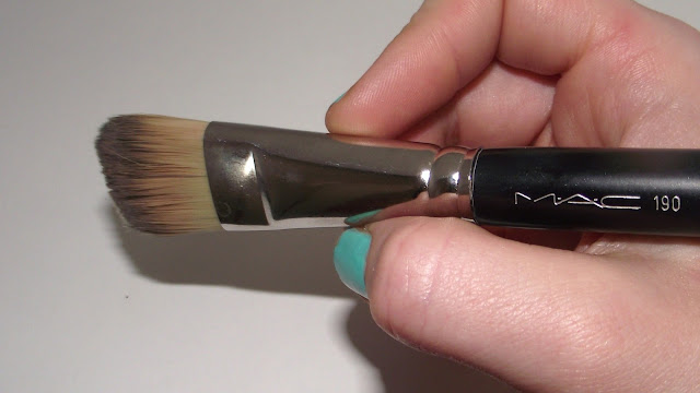MAC 190 Flat Paddle Foundation Brush Review
