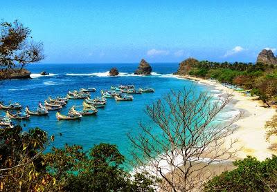 Tempat Wisata Di Jember : Pantai Pasir Puti Malikan