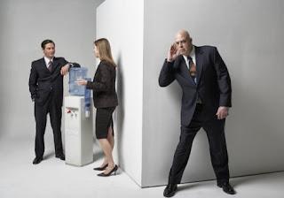 Αφεντικό κατασκοπεύει τους υπαλλήλους