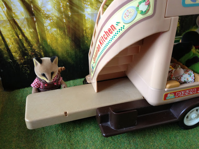Sylvanian Families Bus Fox