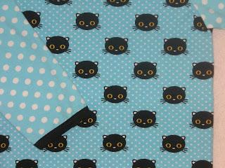 Tröja med katthuvuden på turkos bakgrund med vita små prickar 1aabba3d96deb