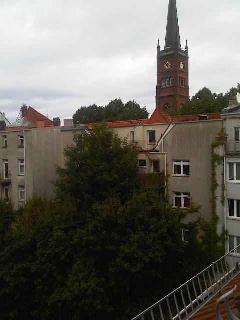 Grüner, ruhiger Hinterhof in St. Pauli