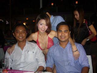 Foto Hot Pelayan Bole Di Pegang Dadanya