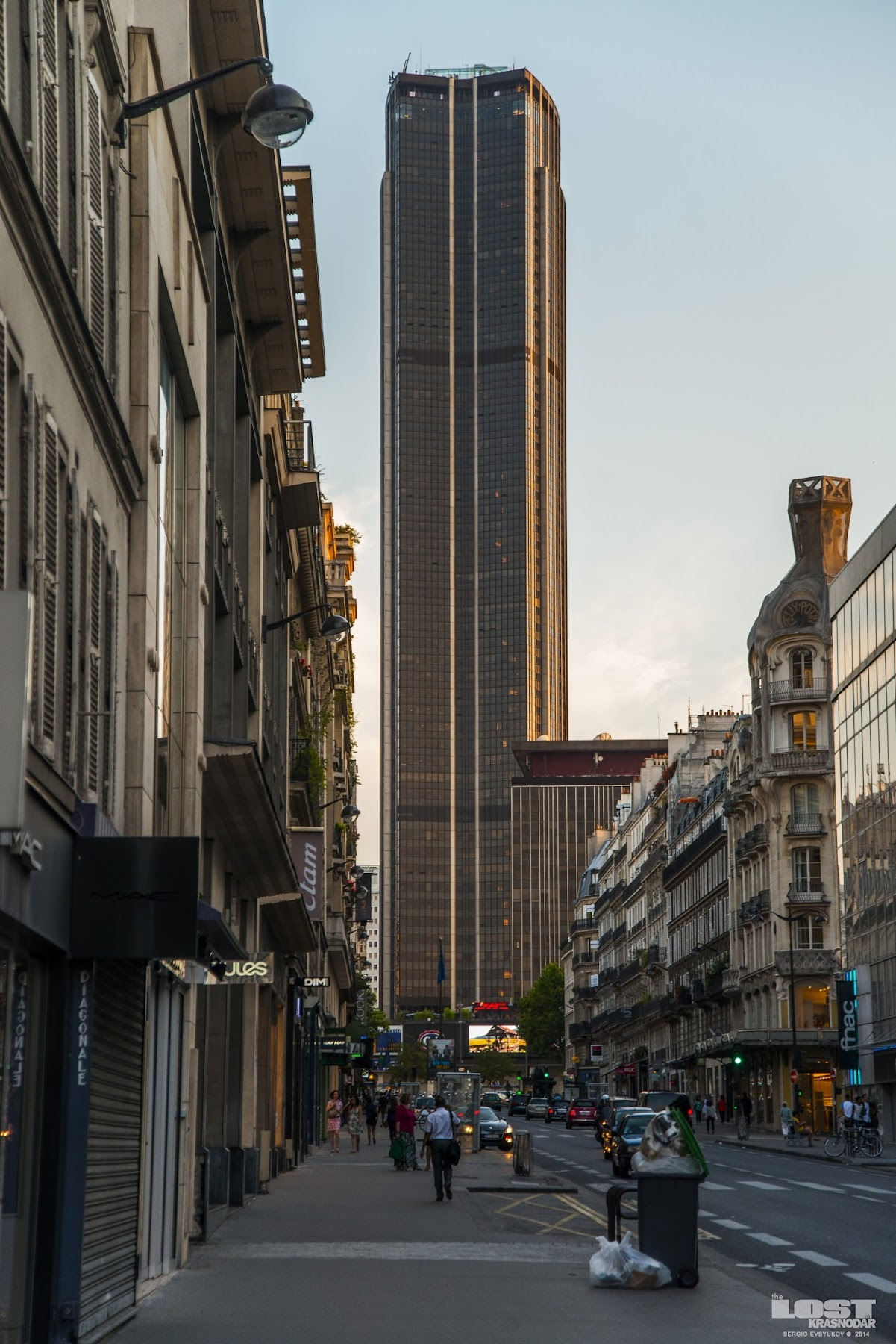 Montparnasse Tower in Paris