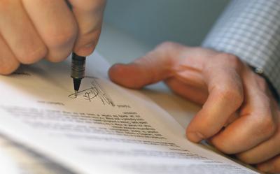 Mal momento para firmar contratos y acuerdos