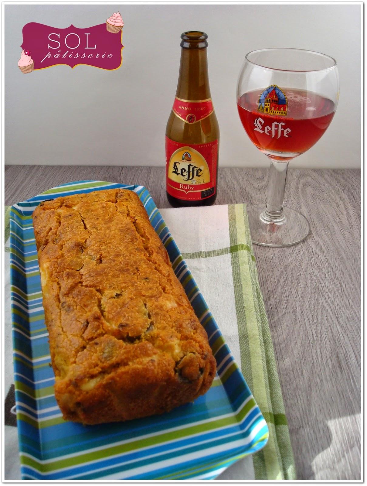 Cake à la polenta, tomates séchées, olives et fromage - Cake de polenta, tomate seco, azeitona e queijo