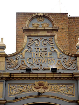 the three crowns pub sign stoke newington london
