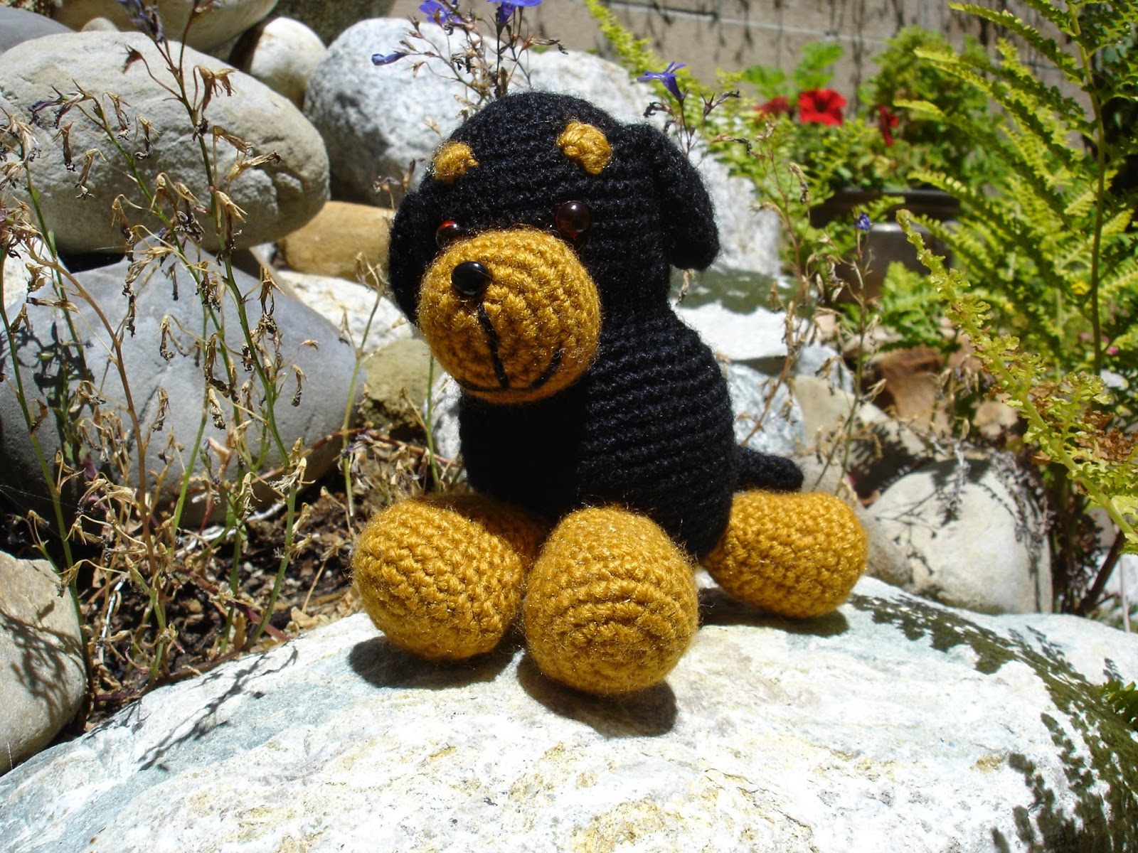 Free Patterns by H: Rottweiler Amigurumi Pattern