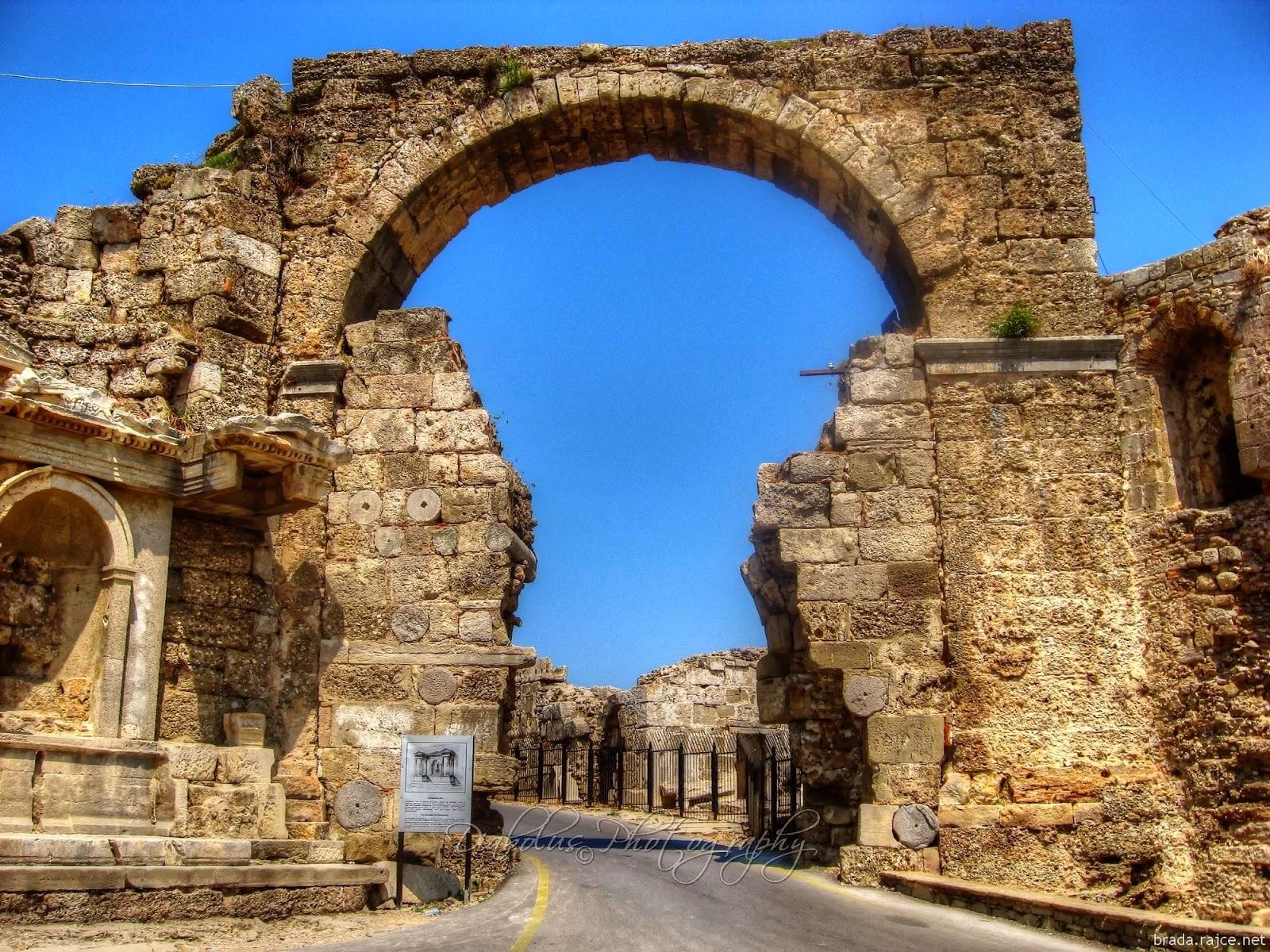 Starobylá brána v Turecku