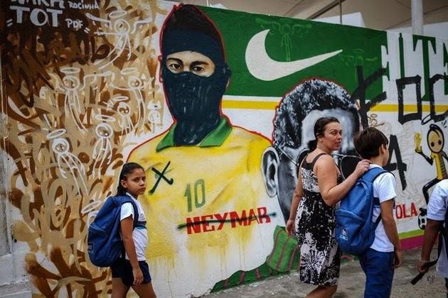Neymar con máscara