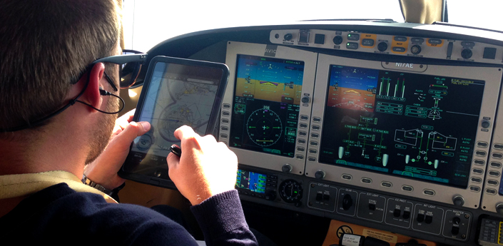 iPad Mini pilot navigation eclipse 500 private jet travel