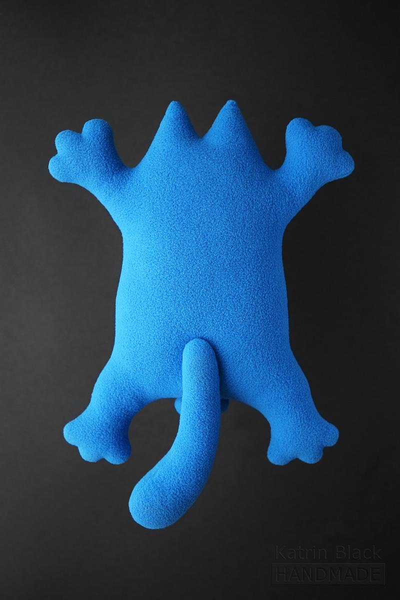 Голубой кот на присосках. Кот Саймон - игрушка. Заказать.