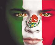 el águila sobre . bandera mexico