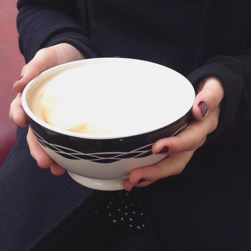 Riesengroßer Milchkaffee