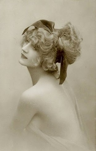 Vintage photo of woman's hairstyle