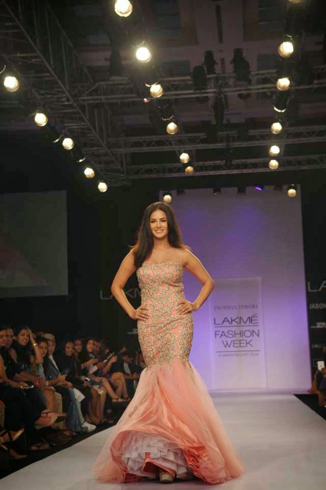 Sunny Leone showcases a creation by Jyotsna Tiwari
