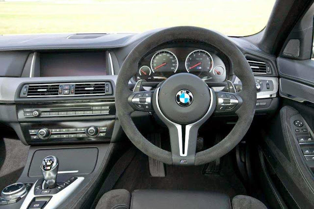Interior - Kemudi BMW 30 Jahre M5