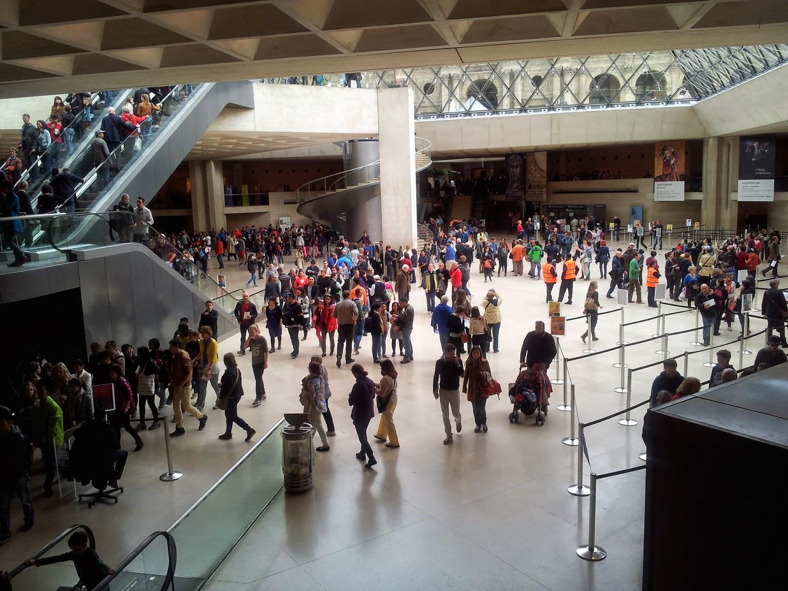 Crowds at the Louvre, Paris
