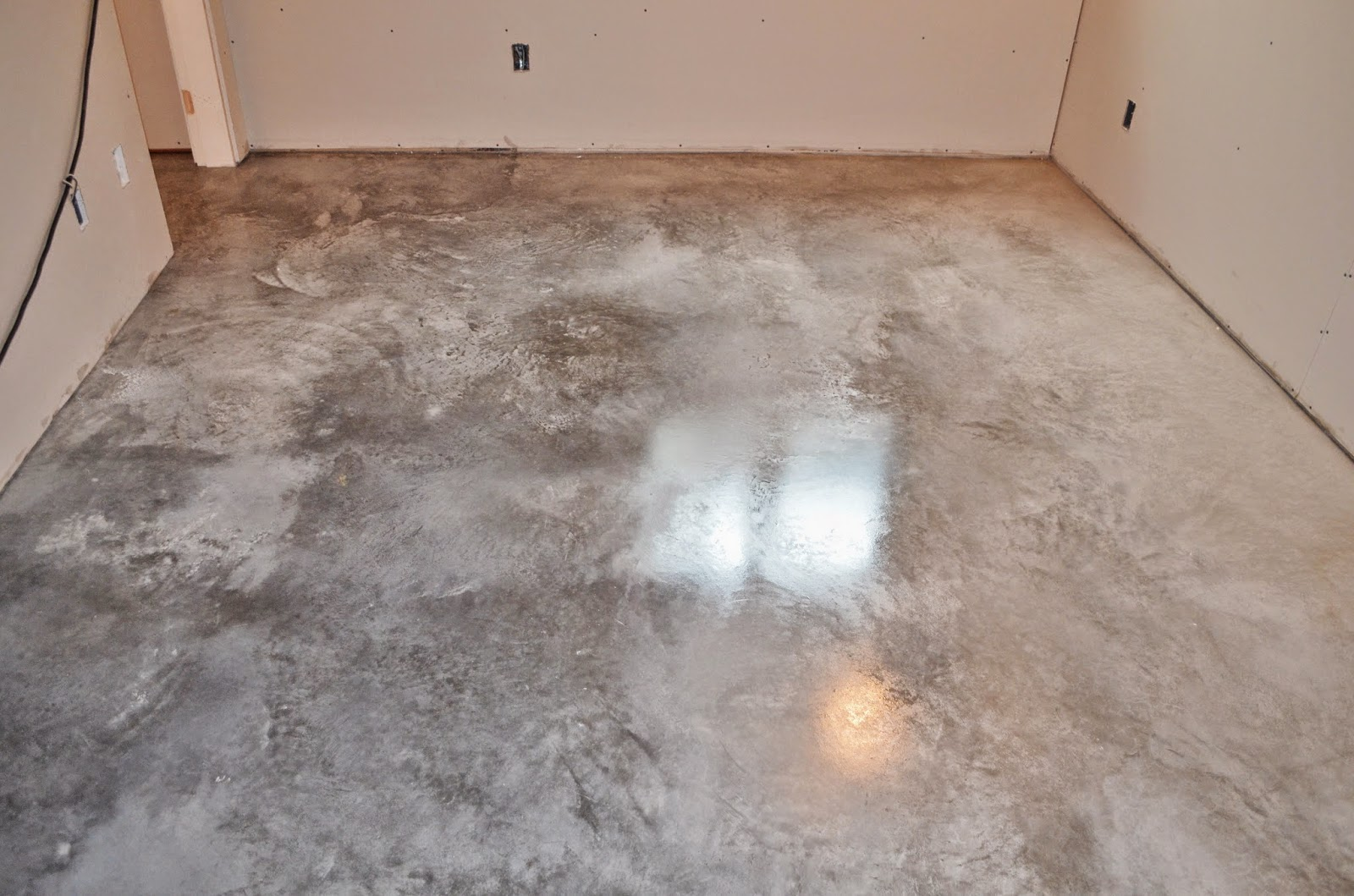 Mode concrete november 2014 for Best wax for stained concrete floors