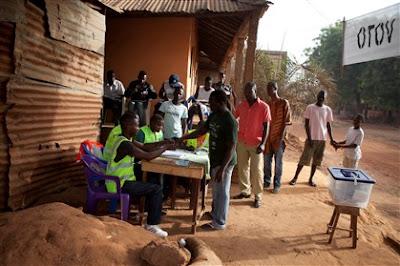 Guiné-Bissau/Eleições: Cinco candidatos retiram representantes na CNE