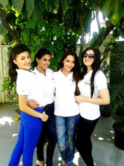 Asin , Zarine khan, Jaqueline Fernandez,  Shazahn Padamsee holi Pic - Housefull 2 girls at the Zoom Holi Party