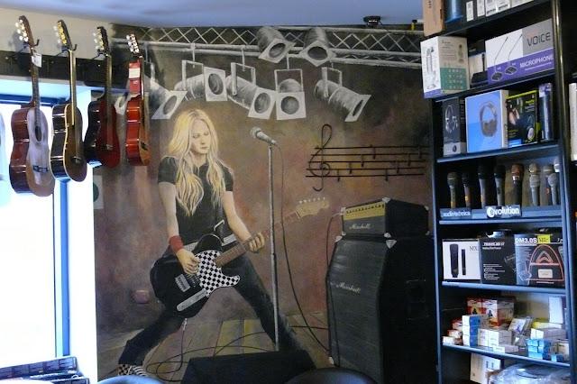 Avril Lavigne, Mural Warszawa, malarstwo dekoracyjne na ścianie
