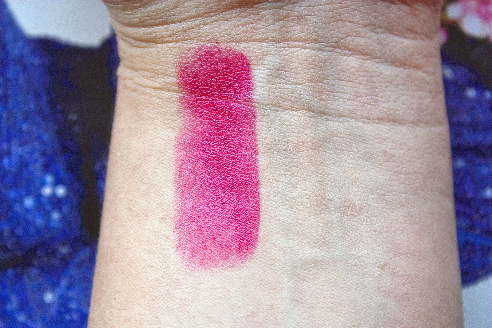 Bobbi Browns Sheer Lip Colour in 'Hot Raspberry' Swatches