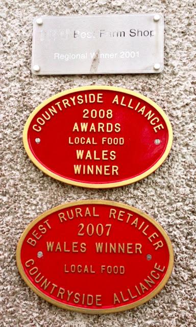 Llwynhelyg Farm Shop awards