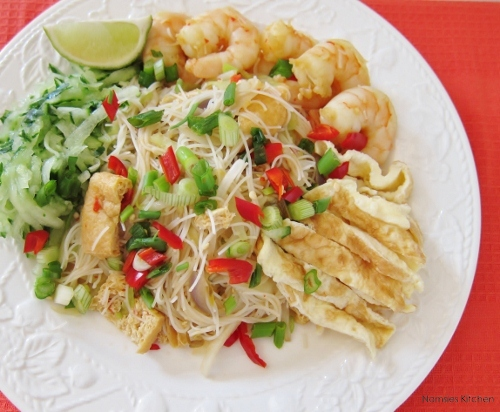 Mee Siam (Spicy Fried Vermicelli Noodles) Recipe from Nomsies Kitchen